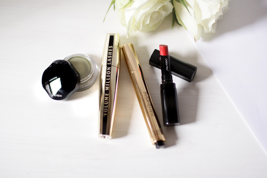 Your 4 Make-Up Basics (to take along!)