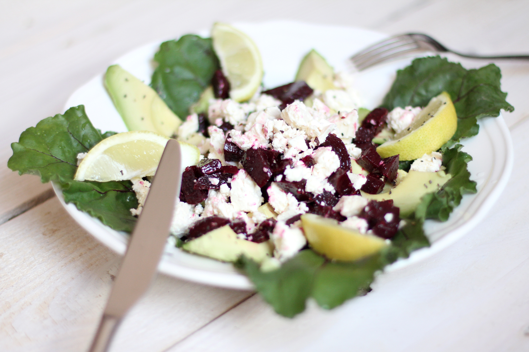 <!--:en-->Fresh Beet, Feta & Avocado Salad<!--:--><!--:de-->Rote Beete, Feta & Avocado Salat<!--:-->
