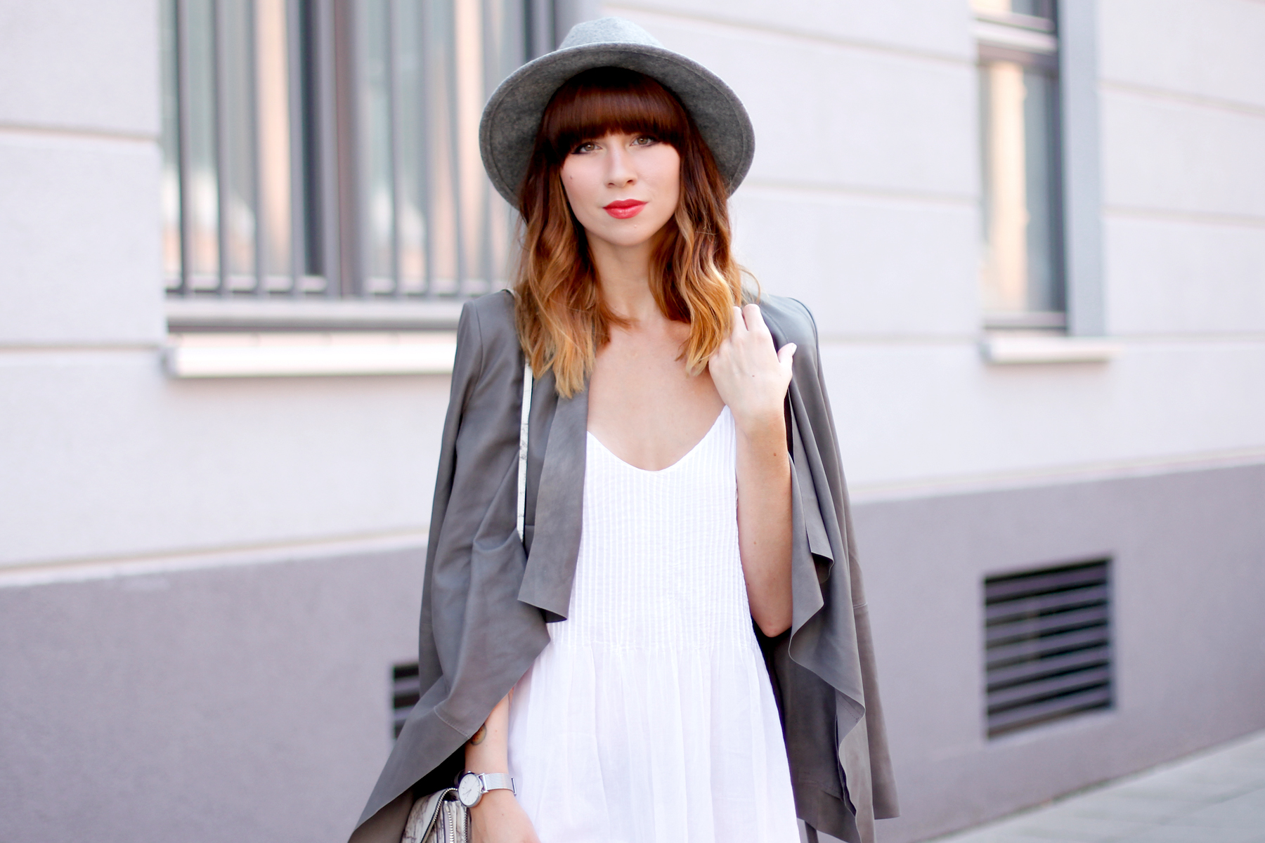<!--:en-->Grey And White Minimal Chic<!--:--><!--:de-->Minimalistisch in Grau und Weiß<!--:-->